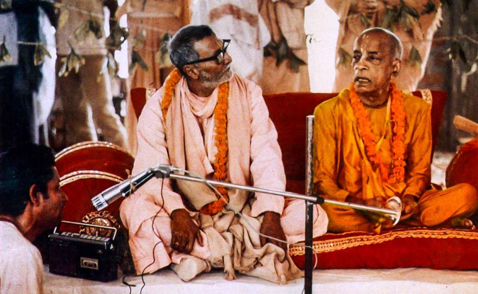 Bhakti Rakdaka Sridhar Maharaja Bhaktivédánta Szvámí Prabhupada társaságában