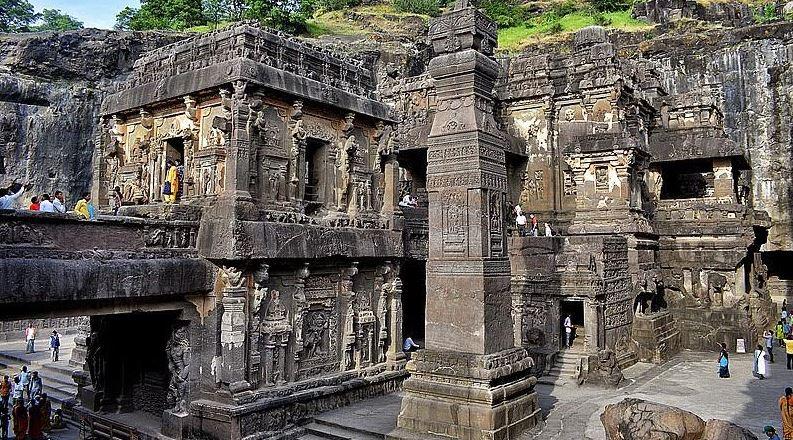 Ellórában a Kailasanath a legnagyobb hindu barlangtemplom